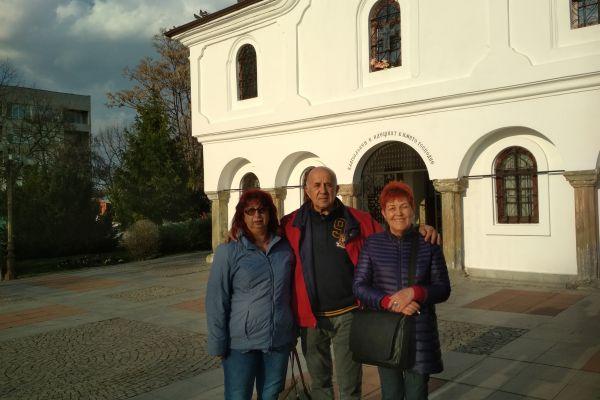Пред църквата в гр. Елхово
