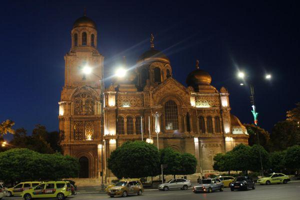 Катедралният храм Св. Успение Богородично във Варна