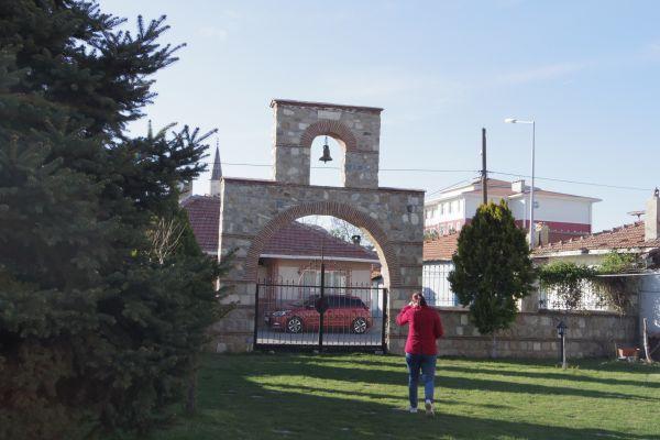 В двора на църквата Св. св. Константин и Елена, гр. Одрин