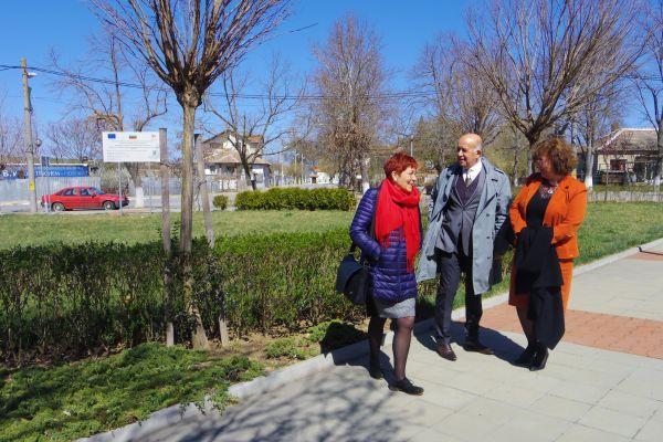 Членове на екипа с Ректора на УниБИТ - проф. И. Петева