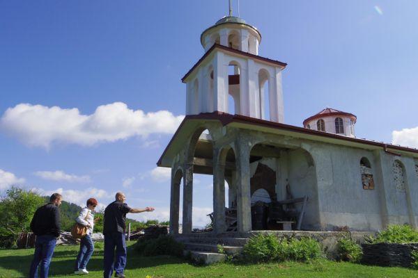 With the chapel builder Atanas Ivanov on the territory of Chokmanovo village