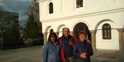 Членове на екипа пред църквата в гр. Елхово